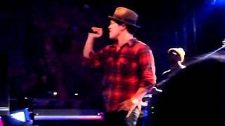 Bruno Mars - Talking To The Moon, live (Stuttgart 07.03.11)