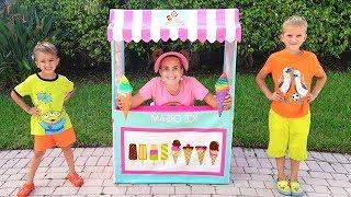Vlad và Mama giả vờ chơi Cửa hàng kem