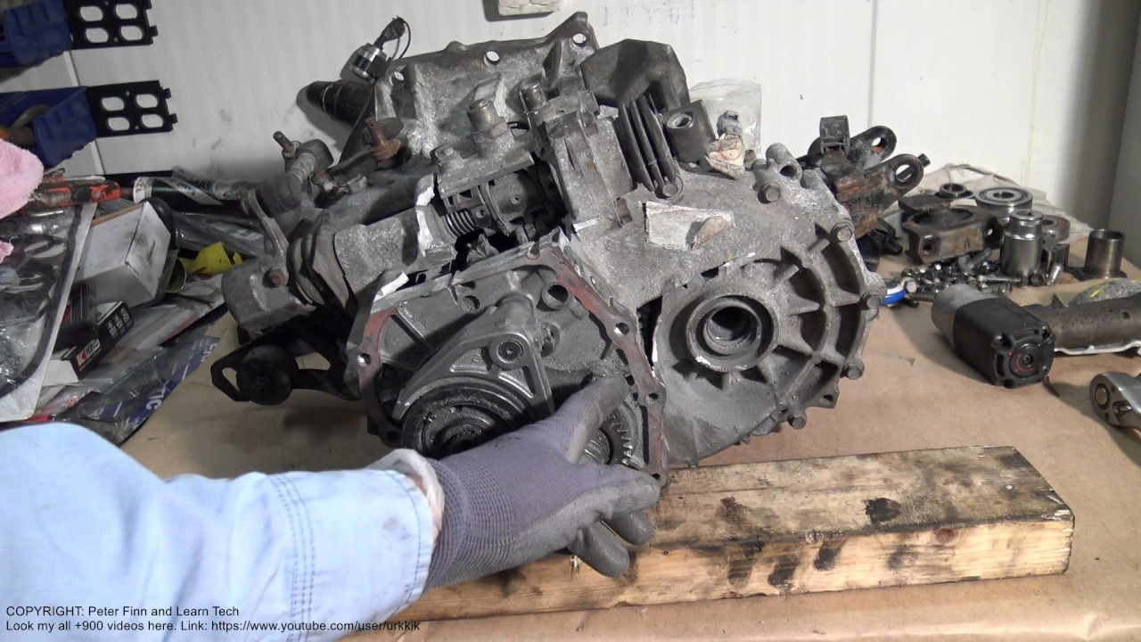 How works neutral gear in car gearbox - YouTube