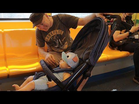 เที่ยวกรุงเทพฯพักโรงแรมใกล้สถานีรถไฟฟ้า พ่อชอบมากทุกครั้งกลับไทยต้องนั่งรถไฟฟ้าเที่ยว