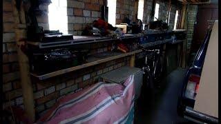Обустройство гаражной мастерской экономными полками из металла и дерева своими руками
