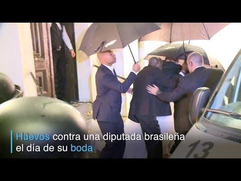 Huevos contra diputada brasileña el día de su boda