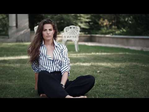 Cameron Russell, Barefoot in Clothing Ad