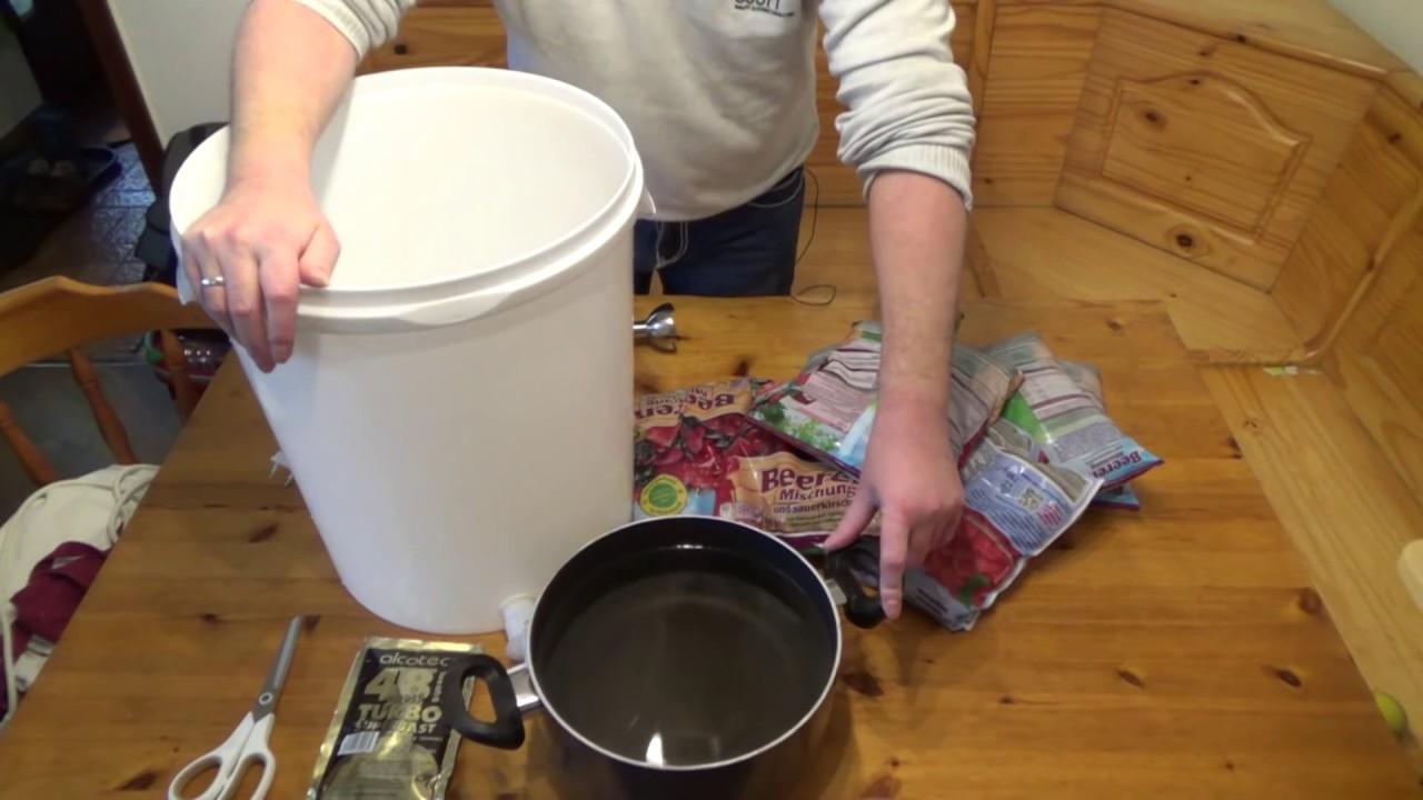 Maische herstellen erklärt in 7 Minuten | Waldbeerenschnaps Artikelbild