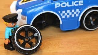 Полицейская машина пробивает колесо Сеня играет в машинки игрушки