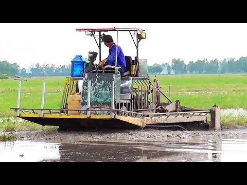 Phô Diễn Sức Mạnh Của Xới đất Bánh Xích Khi Chạy đất Ngập Nước Hết Thấy đường