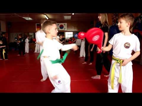 Kinder Taekwondo-Training Mit Harun Özdemir - Fight Academy Song Paderborn