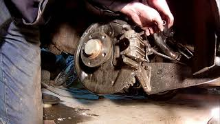 Замена колодок задних колёс на Шкоде Ети