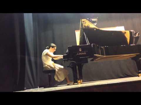 Ana Kipiani plays Chopin etude no4 op 10