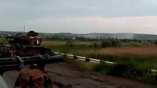 Танк Т-64 ВСУ ведет огонь. Боевые действия на Юго-Востоке Украины.Июнь 2014(Славянск Танк Т-64 ВСУ ведет огонь по позициям ополчения (ДНР или ЛНР) Июнь 2014 год., 2014-07-26T15:34:33.000Z)