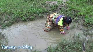 Natural life -  Freaky Eaters - Yummy cooking fish recipe - Cooking skills with Primitive cuisine
