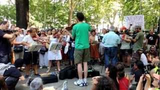 """SOLFONICA CANTA """"CANTO A LA LIBERTAD"""" A LA MARCHA DE L@S PARAD@S"""