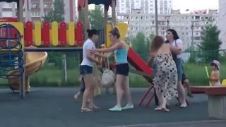 Пьяные женщины дерутся в Уфе