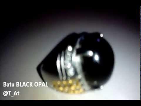 Berkilaunya Batu Akik BLACK OPAL