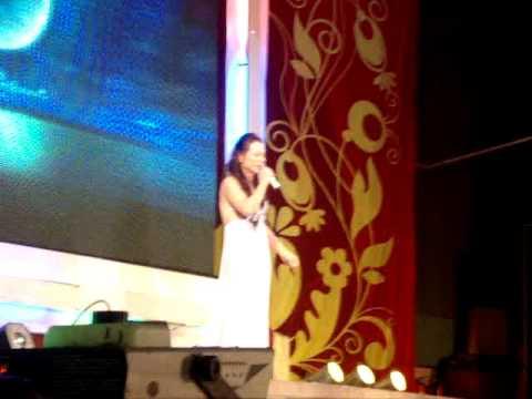 Di Yen Quynh La Nguoi Dep Chuyen gioi voi giong hat ngot ngao Ru Nua Vang Trang liveshow HDK