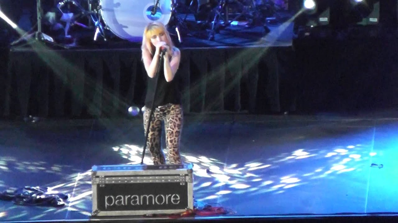Paramore Brick By Boring Brick México 2013