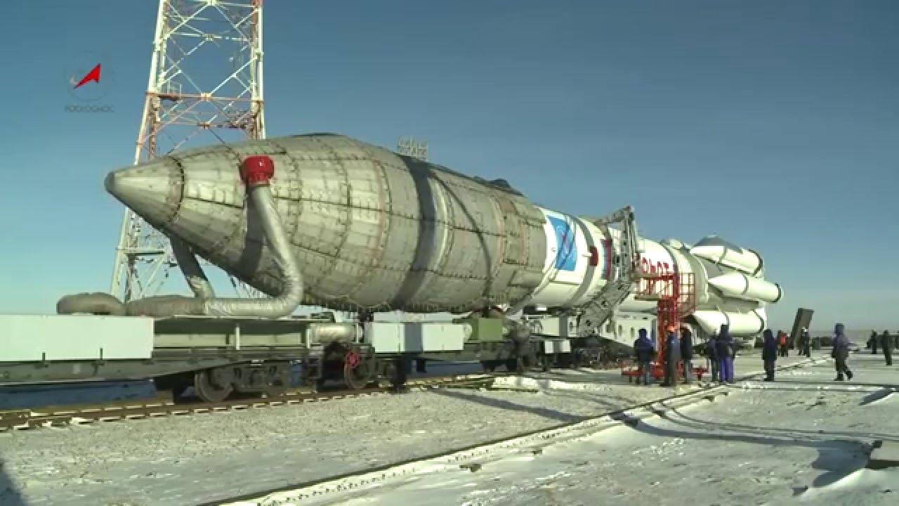 Transporte Do Foguete Espacial Proton M Com A Nave