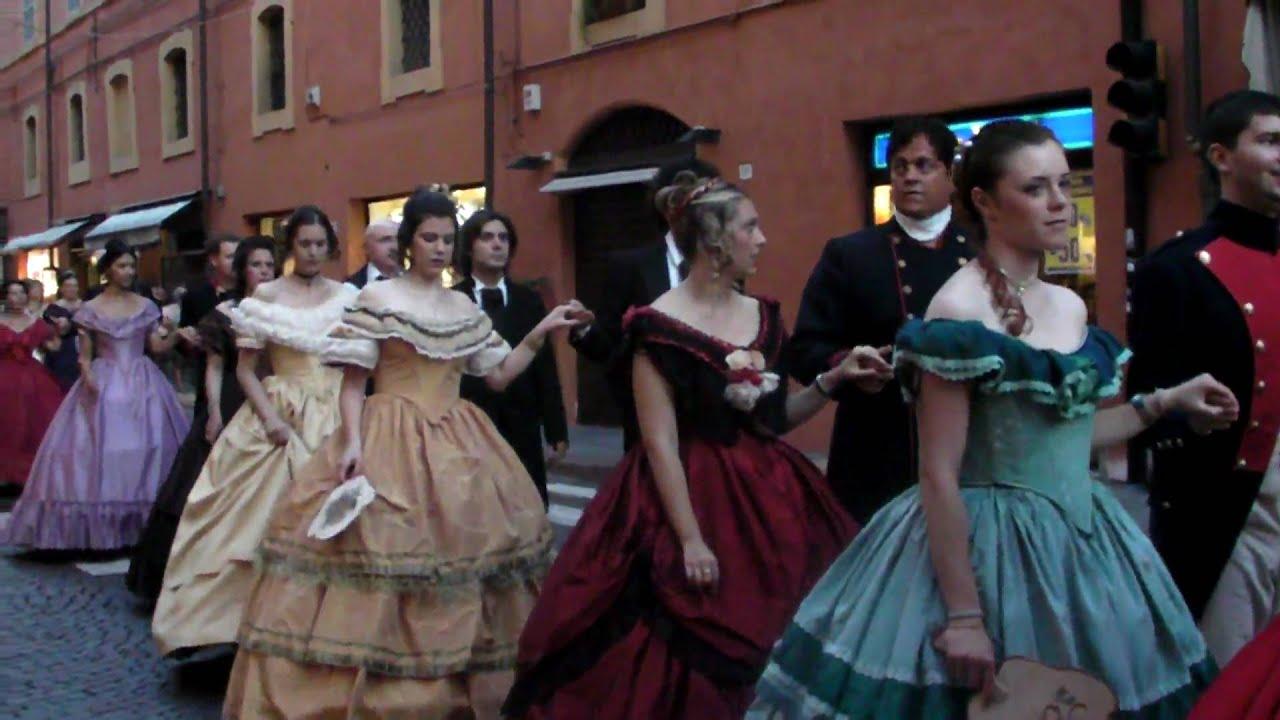 Desfile De Trajes Antiguos Modena