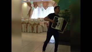Марат Эксанов - саундчек перед выступлением на свадьбе. Республика Чувашия