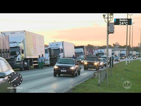 Caminhoneiros mantêm greve mesmo após eliminação de imposto do diesel | SBT Notícias (24/05/18)