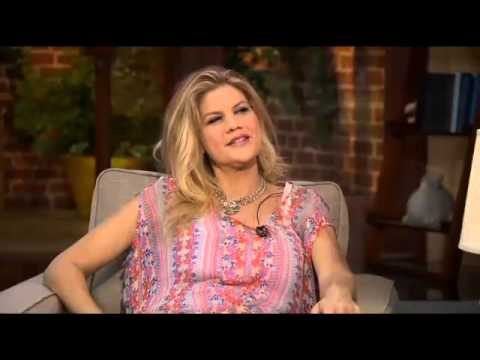 Kristen Johnston Is Back Watching Over 'The Exes'
