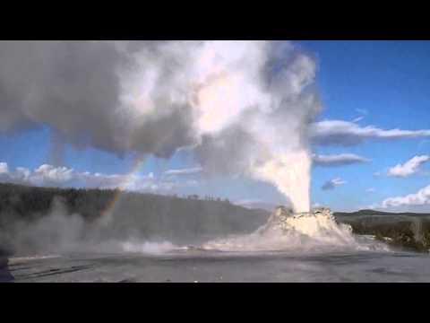 Geysers - Castle / Old Faithful -Yellowstone National Park