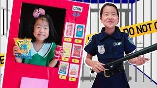 박스 자판기 만들기 놀이 음료수 과자 뽑기 장난감 경찰놀이 아엘튜브 playing vending machine kids toys