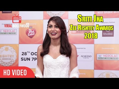 Beautiful Sriti Jha At Zee Rishtey Awards 2018 | Pragya | Kumkum Bhagya thumbnail