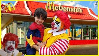 RONALD McDonalds VISITS MCDONALD'S! Happy Meal McDonalds Drive Thru || ! Kids Pretend play