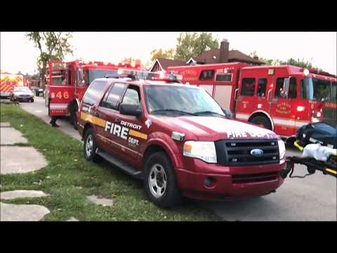 DEVILS NIGHT 2017 - DETROIT FIRE DEPARTMENT RESPONDING TO & BATTLING STRUCTURE FIRE IN DETROIT.