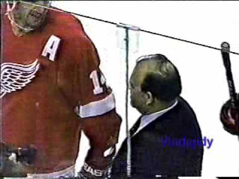 Scotty Bowman gets 1000th win 2/8/97