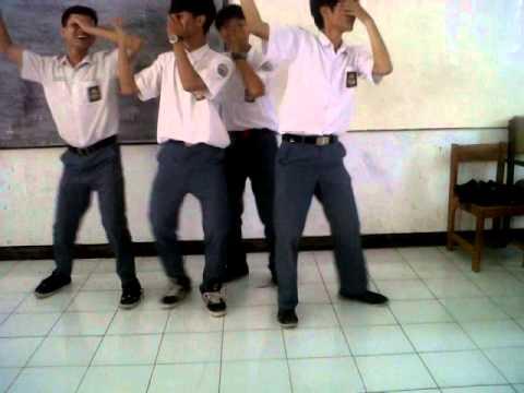 Boyband ubur ubur - cinta ditolak (cover) SMA 6GRT
