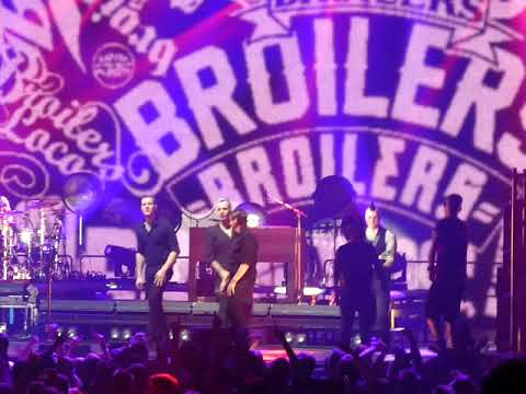 BROILERS with BOOZE & GLORY   Blume   28 12 2017 Bamberg Brose Arena