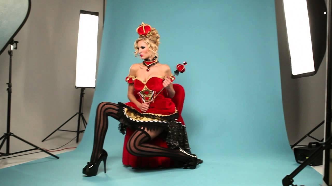 Sexy queen of hearts makeup
