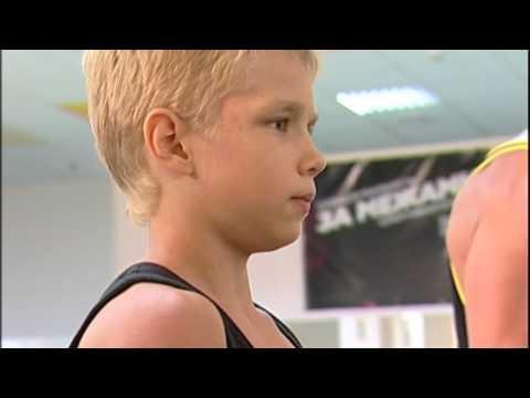 Тренировка в зале федерации бодибилдинга / Training In The Hall Of The Bodybuilding Federation