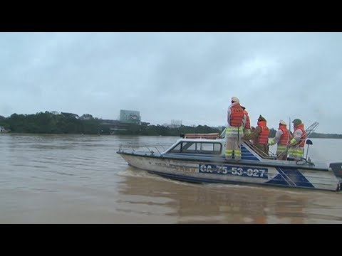 Mưa lớn kéo dài, cảnh báo lũ dâng cao gây ngập lụt ở miền Trung