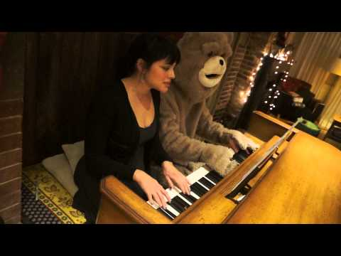 Norah Jones & Ted 'Everybody Needs A Best Friend'