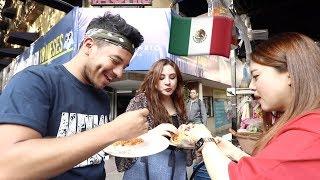 probando-comida-callejera-en-mxico