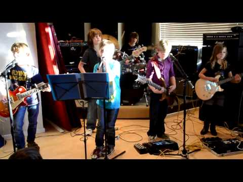 The Mini Band try out a new original song for the 1st time. Working title of 'Hey Hey'