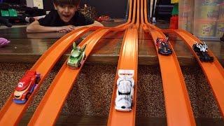 Hot Wheels MultiTrack Race Play - Mario vs Spiderman vs Superman vs Yoda Cars