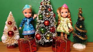 CHRISTMAS 2020 ! Elsa & Anna toddlers - Christmas carols - gifts - Santa - tree decorations