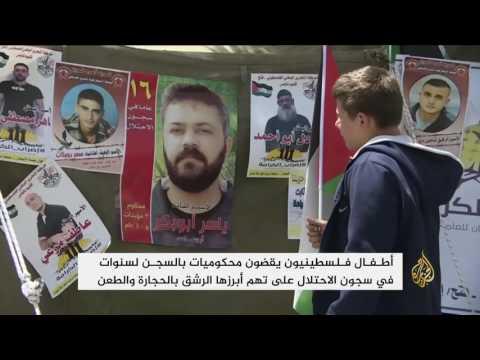 أطفال نابلس يشاركون بمسيرة تضامنية مع الأسرى  - 08:21-2017 / 4 / 21