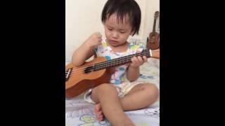 Cháu yeu bà ukulele