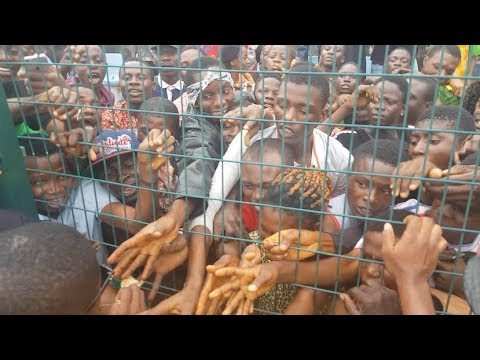 See how people were fighting & climbing on themselves as Small doctor spray money on them at Agege