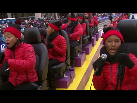 Detroit Academy of Arts and Sciences Choir sings at 2019 America's Thanksgiving Parade