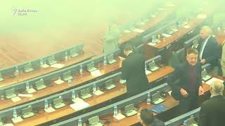 Gaze lacrimogene înlegislativul din Kosovo