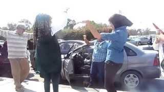 بنات مصرية ترقص على أنغام السيسى والأب يصفق