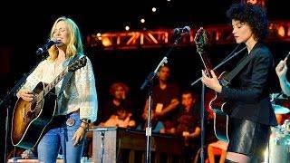 "Sheryl Crow & Annie Clark (St. Vincent) - ""Riverwide"" @ Bridge School Benefit (Day #2)"