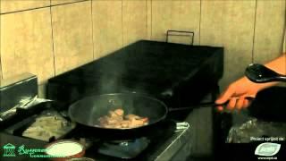 Reteta din Oltenia: Mancare de castraveti murati (Traditii Culinare Romanesti)