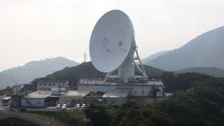 衛星(ほし)ヶ丘から見る34mパラボラアンテナの駆動状況とロケットラ...